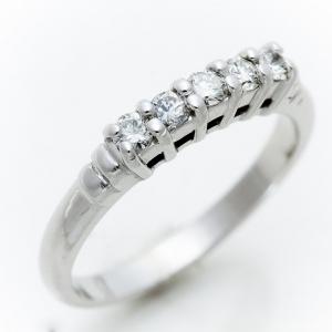 Gyémántokkal díszÍtett fehérarany gyűrű