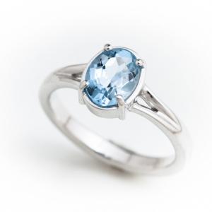 Gyűrű kék topázzal