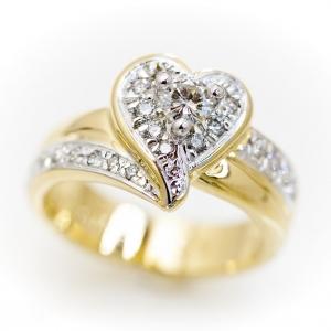 Arany szív alakú gyűrű