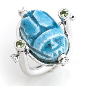 Neobični prsten sa tirkiznim egipatski skarabej kamenom i peridotom