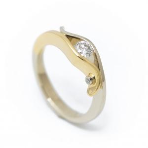 Fehér-rozé eljegyzési gyűrű