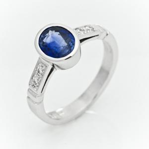Prsten od belog zlata sa safirom i brilijantima