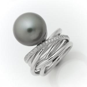 Fehérarany gyűrű Tahiti gyönggyel és gyémántokkal