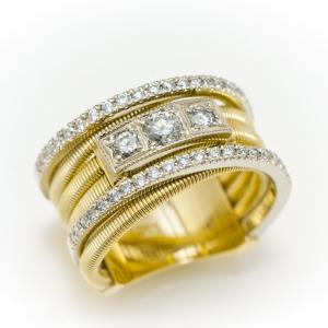 Modern sárgaarany gyűrű gyémántokkal