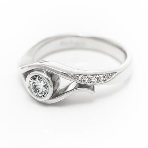 Attraktív eljegyzési gyűrű