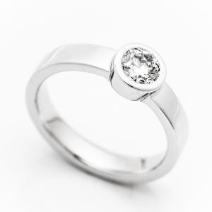Prsten od belog zlata sa brilijantom
