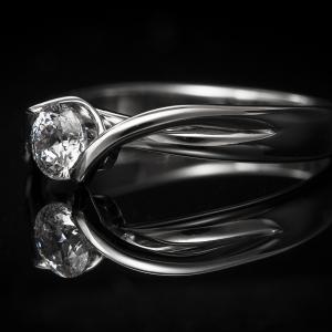 Elegáns kivitelezésű fehérarany gyűrű