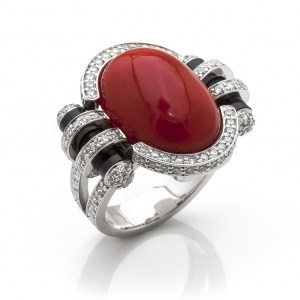 Glamozurni prsten od belog zlata sa koralom, onixom i brilijantima