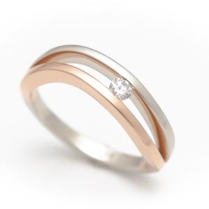 Hullámos eljegyzési gyűrű fehérarany és rozé arany kombinálásával