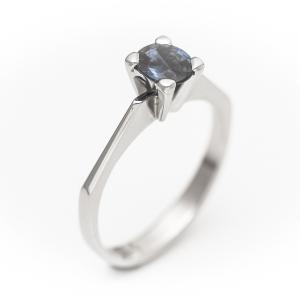 Prsten od belog zlata sa plavim safirom