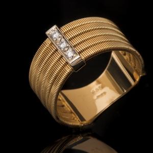 Elegáns arany gyűrű gyémántokkal