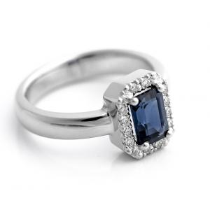 Prsten od belog zlata sa safirom