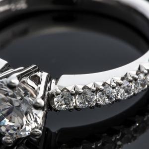 Solitaire eljegyzési gyűrű