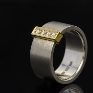 Unikatni prsten sa brilijantima