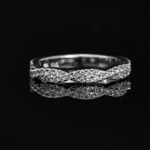 Talasasti prsten od belog zlata