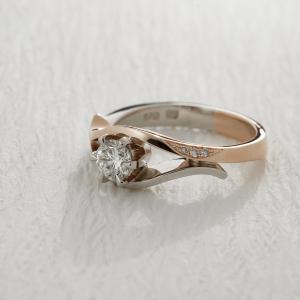 Roze-belo vereničko prstenje sa brilijantom