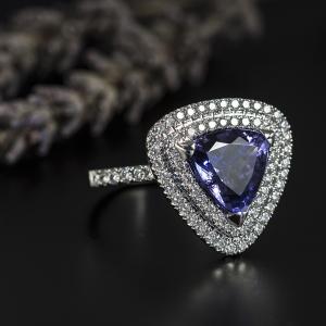 Luxus fehérarany gyűrű tanzanittal és gyémántokkal