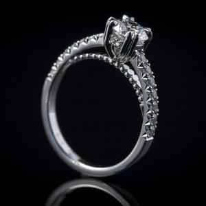 Luxuzni verenički prsten od belog zlata sa dijamantima