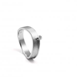Prsten sa brilijantom od belog zlata