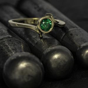 Elegáns kivitelezésű arany gyűrű