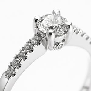 Luxus kivitelezésű gyémántgyűrű