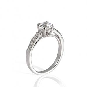 Elegáns eljegyzési gyűrű, fehéraranyból