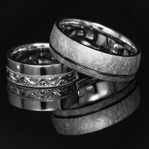 Elegáns fehérarany karikagyűrű kézi véséssel