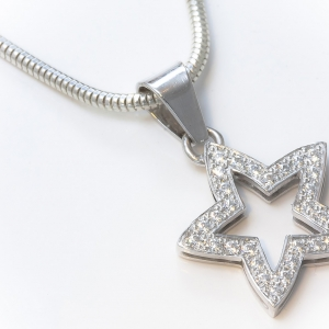 Medalja od belog zlata u obliku zvezde