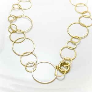 Elegantna ogrlica od žutog zlata