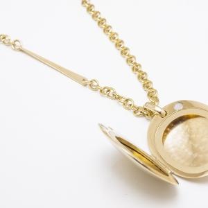 Elegáns arany medál