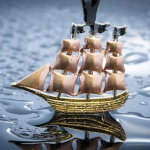 Privezak u obliku broda