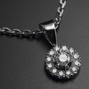 Egyedi fehérarany medál gyémántokkal