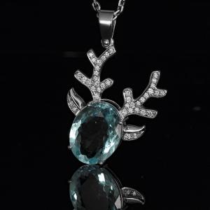 Akvamarinnal és gyémántokkal díszített, egyedi fehérarany medál