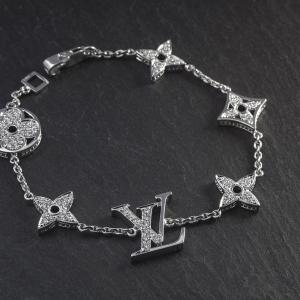 Luxus kivitelezésű, gyémántokkal díszített, fehérarany karlánc