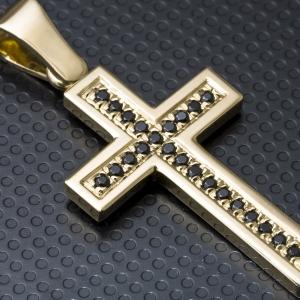 Zlatni privezak u obliku krsta