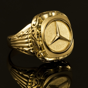 Ručno izrađen pečatni prsten od zlata