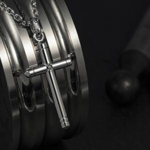 Muški privezak u obliku krsta od 14k belog zlata